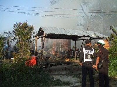 Blaze destroys Phuket fishermen's homes | The Thaiger