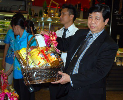 Phuket blitz on booze in New Year gift baskets | The Thaiger