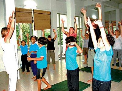 Phuket Lifestyle: Teachers taught 'trauma release' exercises   The Thaiger