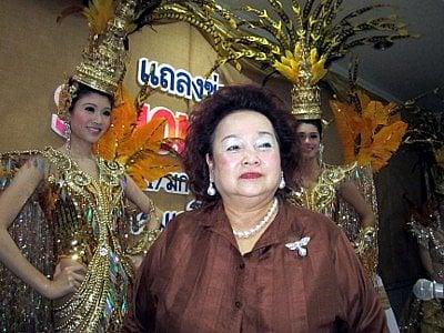 Phuket Simon Cabaret stars spread their wings   The Thaiger