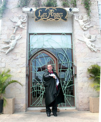 Phuket Lifestyle: Count Snape gets his teeth into opera | The Thaiger