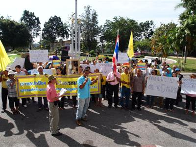Royalists protest Nitirat group in Phuket | The Thaiger