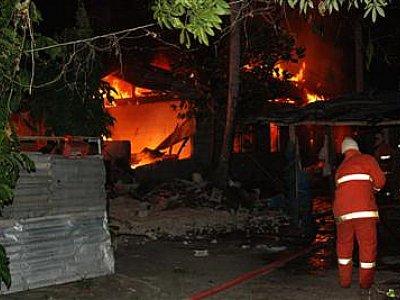 Phuket fire guts Kathu home, eight flats | The Thaiger
