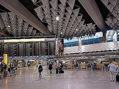 Phuket Gazette: 400 Frankfurt flights cancelled; Pilot dies during flight; Small plane crash | Thaiger