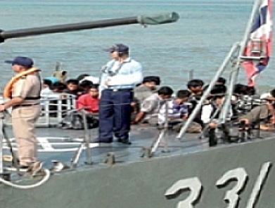 Royal Thai Navy intercepts 27 Phuket-bound Burmese | The Thaiger
