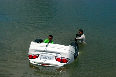 DAM! Taxi driver forgets handbrake, plunges car into Phuket reservoir | The Thaiger