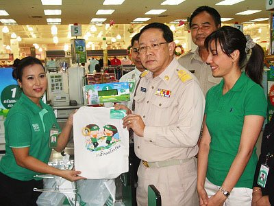 "Tesco Lotus launches ""green bag' campaign in Phuket 