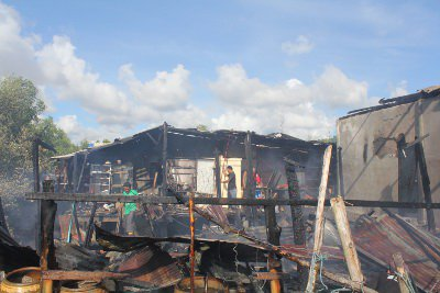 Phuket boy, 12, home alone escapes as blaze engulfs slum | The Thaiger