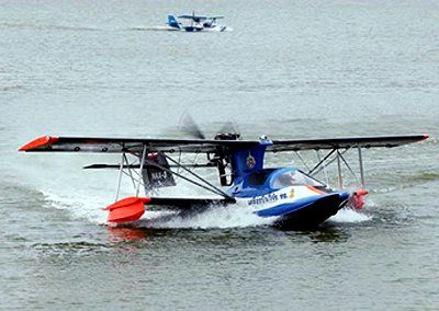 Thailand News: Ultralight aircraft to land on river as offering to Thai King | Thaiger