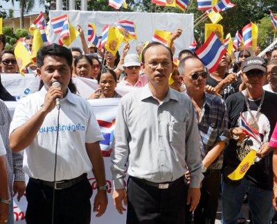 Protestors rally against red-shirt villages in Phuket | The Thaiger