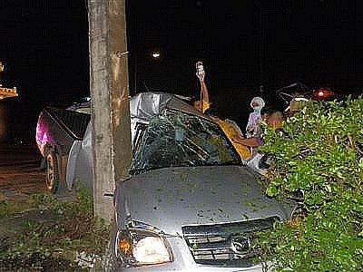 Two injured in Phuket pickup crash | The Thaiger