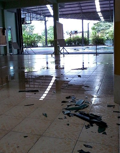 Phuket storm rips open school roof, children evacuated | The Thaiger
