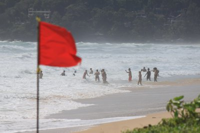 Phuket officials scramble to stop surf drownings   The Thaiger
