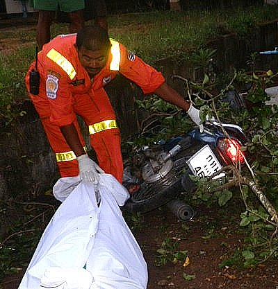 Two dead in Phuket as motorbike swerves to avoid fallen power pole | The Thaiger