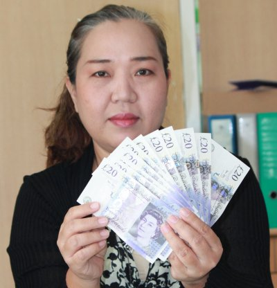 Foreign couple in Phuket pass fake UK banknotes at Kata currency booth | The Thaiger