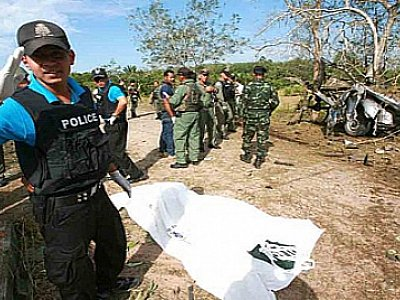 National News: Five police killed in Yala; Flood warnings; Thais get out of Syria | The Thaiger