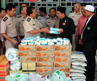 Phuket's Muslim prison inmates gifted supplies for Ramadan | The Thaiger