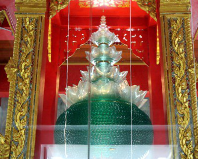 Bone fragment of Lord Buddha installed at Phuket temple | The Thaiger