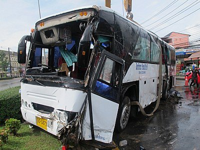 Overturned tour bus cleared from main Phuket road | The Thaiger