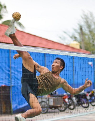 Wives bet in deadly drunken takraw match | The Thaiger