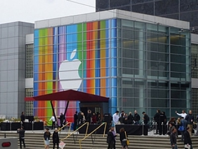 World News: iPhone 5 shatters launch sales records | The Thaiger