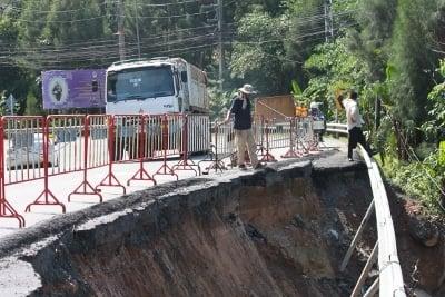 Work begins on repairing Patong Hill road landslide site | The Thaiger