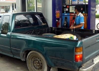 Petrol retailers fight Phuket pump price rise | Thaiger