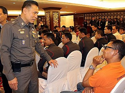 Phuket locals taught to fight crime for tourist safety project | Thaiger