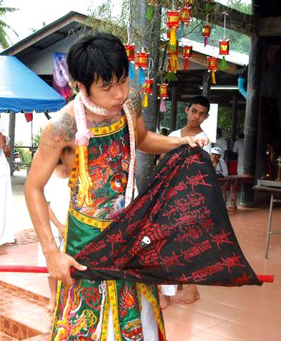 """Phuket Vegetarian Festival """"ma song' unruffled by media coverage 