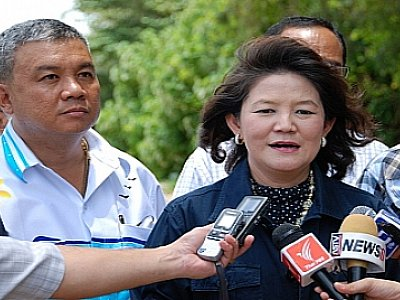 Pressure mounts on PM Yingluck to review Phuket ICEC cancellation | Thaiger