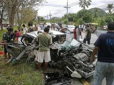 Three dead as family car returning from Vegetarian Festival slams into tree | Thaiger