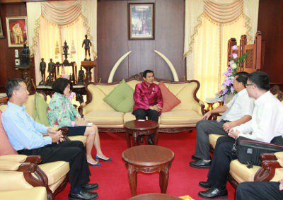 Chinese Consul-General raises tourist safety concerns with Phuket Governor   Thaiger