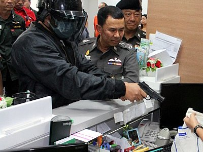 """Phuket """"Minute Man' bank robber re-enacts heist, gives advice to banks 