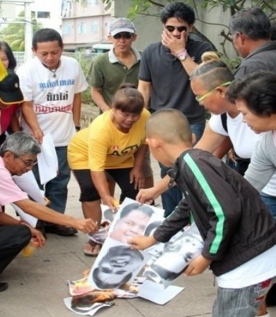"""Phuket Yellow Shirts protest """"Red Shirt Village' project 