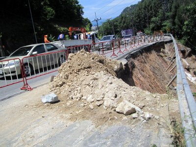 Patong Hill road repairs on hold until March | The Thaiger