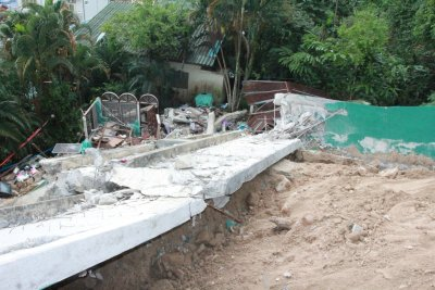Phuket wall collapse prompts buildings safety blitz | Thaiger