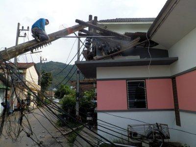 Burst water main topples power pole in Phuket | Thaiger
