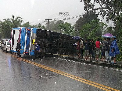 Eight injured as bus flips in heavy rain in Phang Nga | The Thaiger