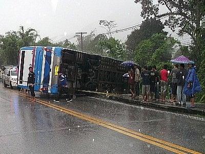 Eight injured as bus flips in heavy rain in Phang Nga | Thaiger