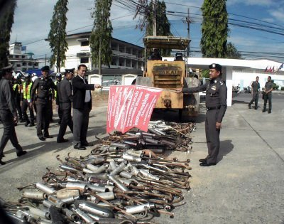 Krabi Police clamp down on noisy motorbikes | The Thaiger