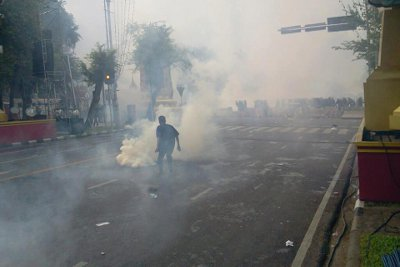 Bangkok Police fire tear gas to disperse Pitak Siam rally | The Thaiger