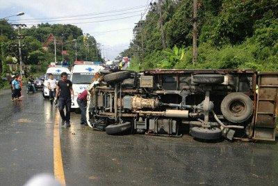 Phuket Big Buddha pickup truck flips in Karon, 8 injured | The Thaiger