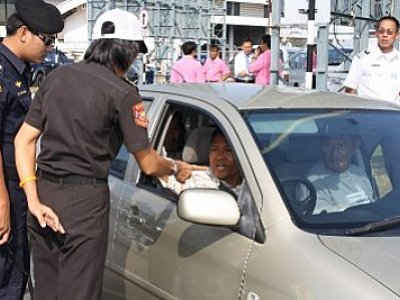 Phuket Poll: Bringing illegal taxis in from the cold | Thaiger