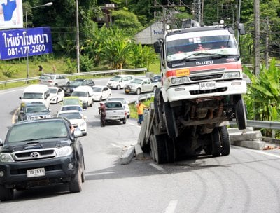 Phuket truck powerless on Patong Hill | The Thaiger