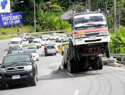 Phuket truck powerless on Patong Hill | Thaiger