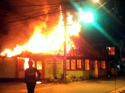 Flames engulf Phuket dive shop | Thaiger