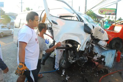 Police to charge tour van driver today over lethal Phuket crash | Thaiger