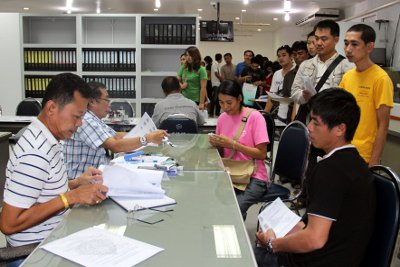 Phuket first-time car buyers overload Excise Office | Thaiger