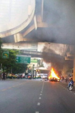 Van plunges from expressway, killing eight | The Thaiger
