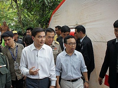 PM visits, Phuket rescue teams assist in flooded South | The Thaiger